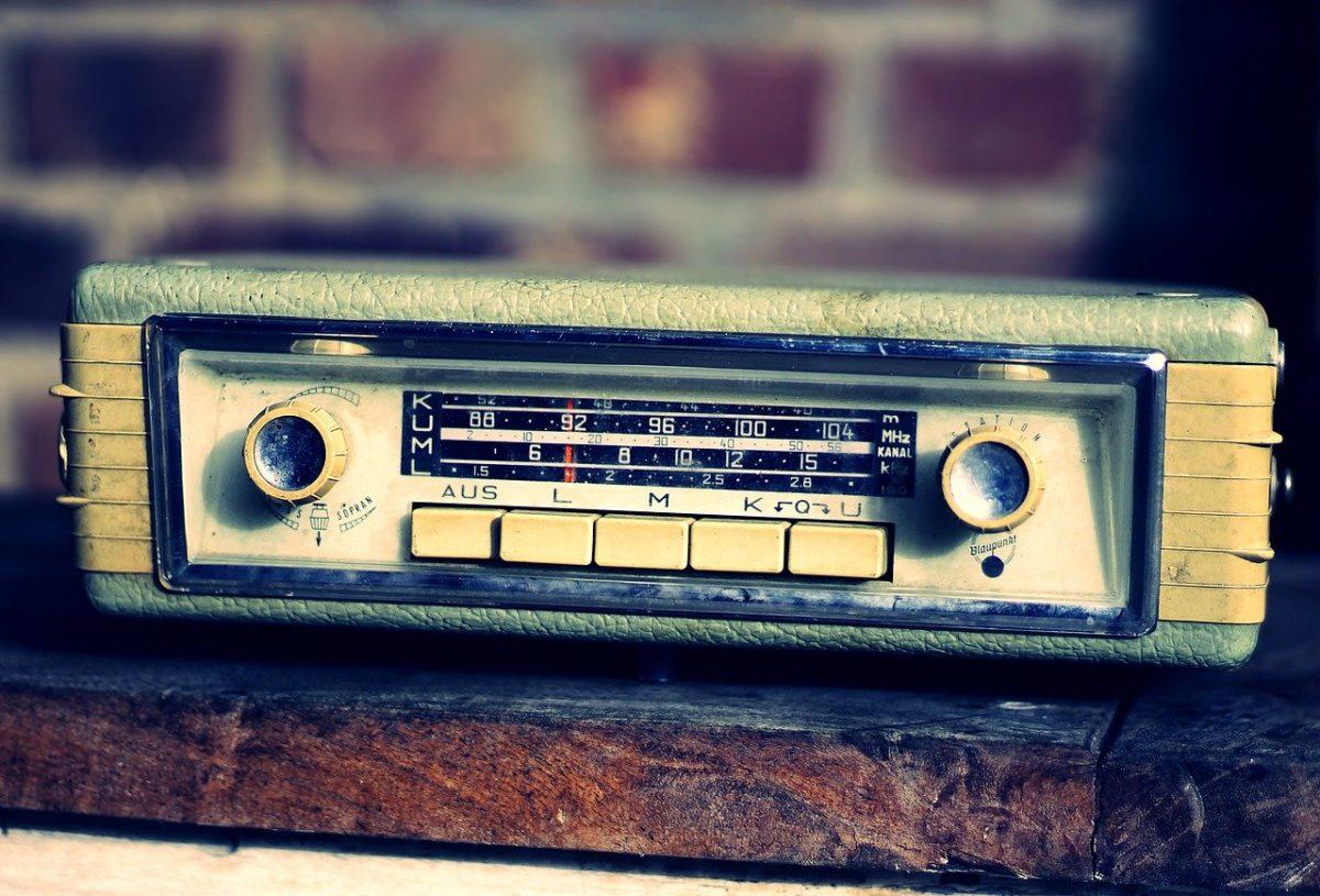 PAST SIMPLE עבר פשוט תרגול רדיו ישן איילת צדוק מורה לאנגלית