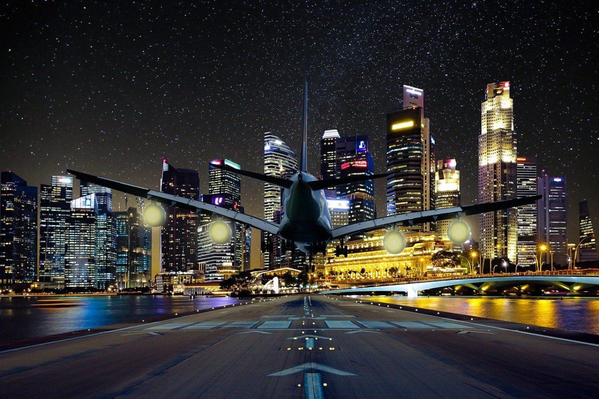 עתיד פשוט הסבר FUTURE SIMPLE WILL הסבר גורדי שחקים בלילה ומטוס לצידם איילת צדוק מורה לאנגלית